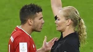 """Bibiana Steinhaus: """"Pionierin im Weltfußball"""""""